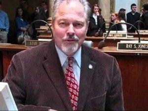 Kentucky Senator is trying to ban online gambling.
