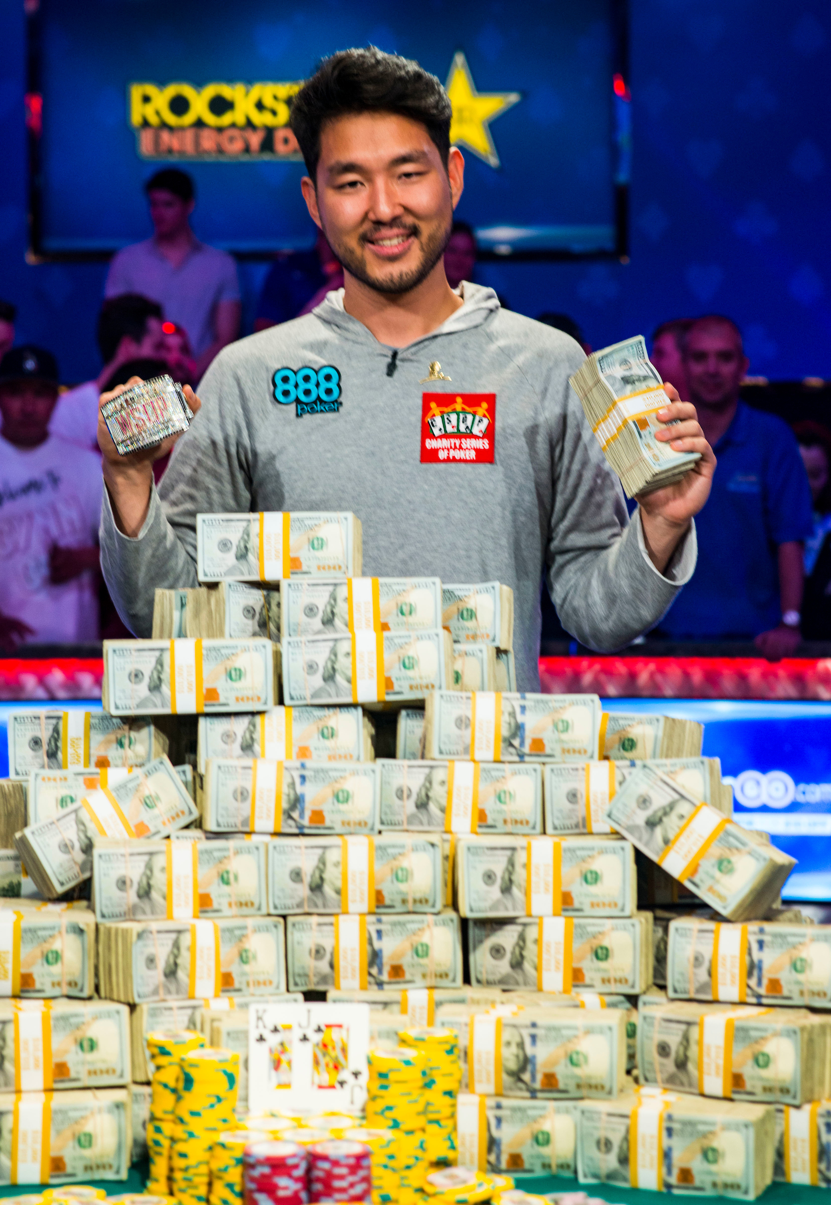 john cynn avenges 2016 s near miss to win 2018 wsop main event. Black Bedroom Furniture Sets. Home Design Ideas