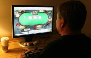 Most online poker players have control over their play, according to studies by Harvard researchers.