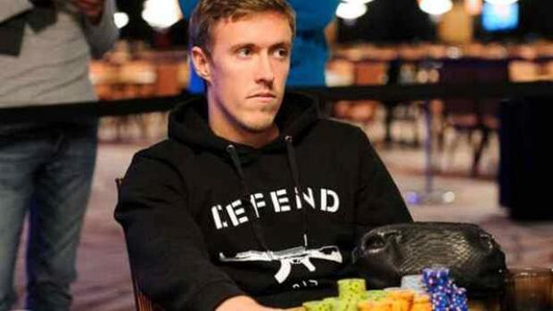 Max Kruse loses poker money in taxi.