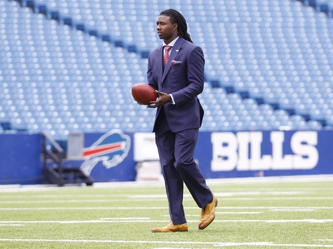 Sammy Watkins plays poker instead of training.